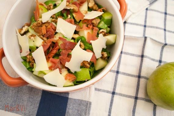 Ricetta di insalata con mele, prosciutto e noci