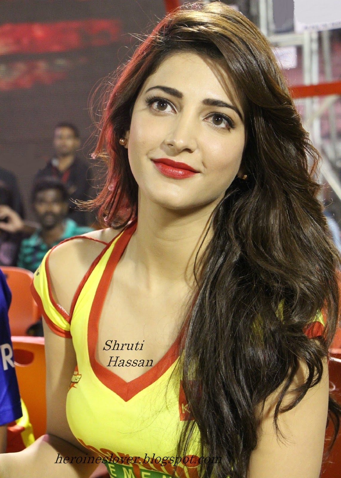 http://1.bp.blogspot.com/-ahpwXvWNnYU/UWxb4S-ywoI/AAAAAAAAAa0/XS2sZdJs04w/s1600/actress-shruti-hassan-hot-photos+1.jpg