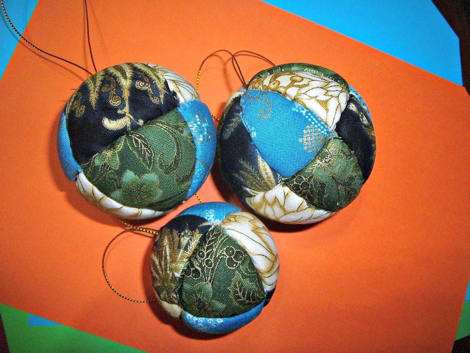 Manualizando bolas de navidad acolchadas - Manualidades con bolas de navidad ...