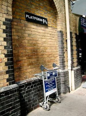 monumento commemorativo alla stazione di King's Cross di Londra, piattaforma 4