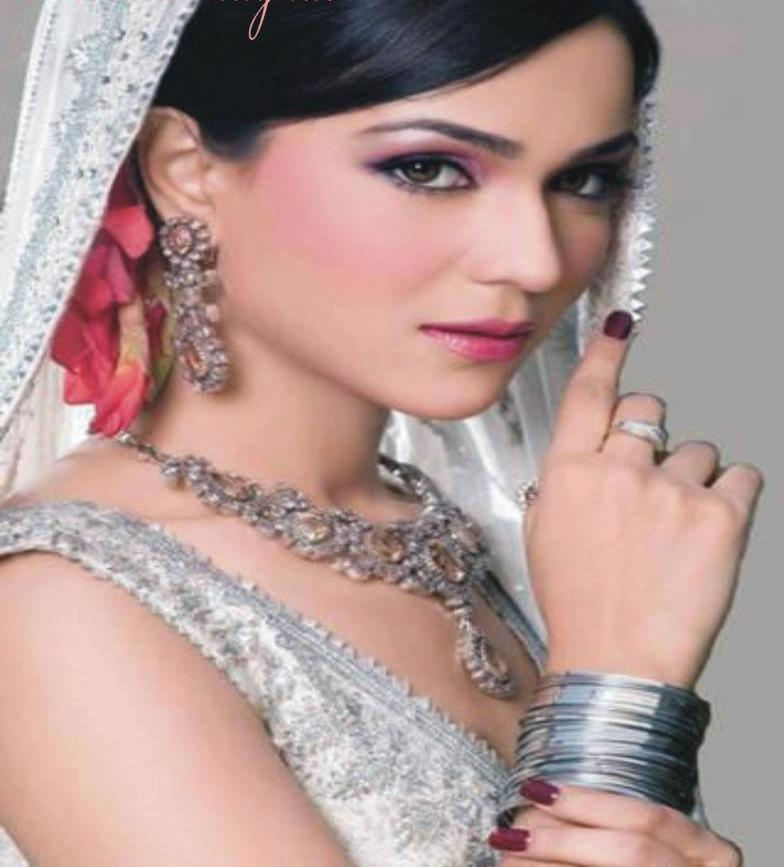Ab to shayed hi mujhse mohabbat kare koi urdu poetry for Aate beauty salon