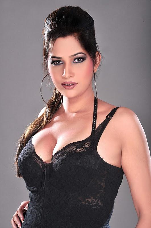Tanisha Singh Big Cleavages Photos