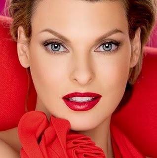 Maquillaje para fiesta de noche para vestido rojo