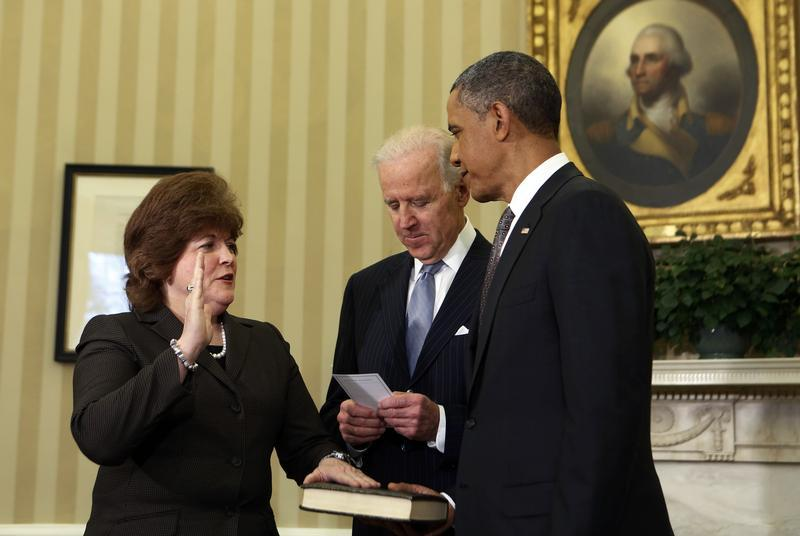 U.S. President Barack Obama (R) watches as U.S. Secret Service agent Julia Pierson (L) is sworn in as the first woman Director of the Secret Service by Vice President Joe Biden in the Oval Office of the White House in Washington, March 27, 2013. REUTERS/Larry Downing