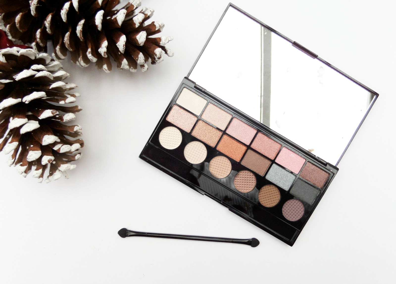 The Makeup Revolution Girl Panic Eyeshadow Palette