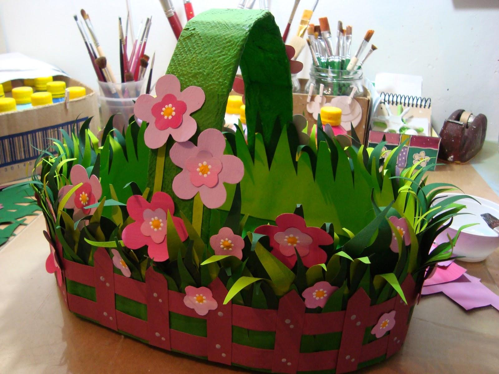 Depois de decorada a sua cesta é só colocar o papel de seda da
