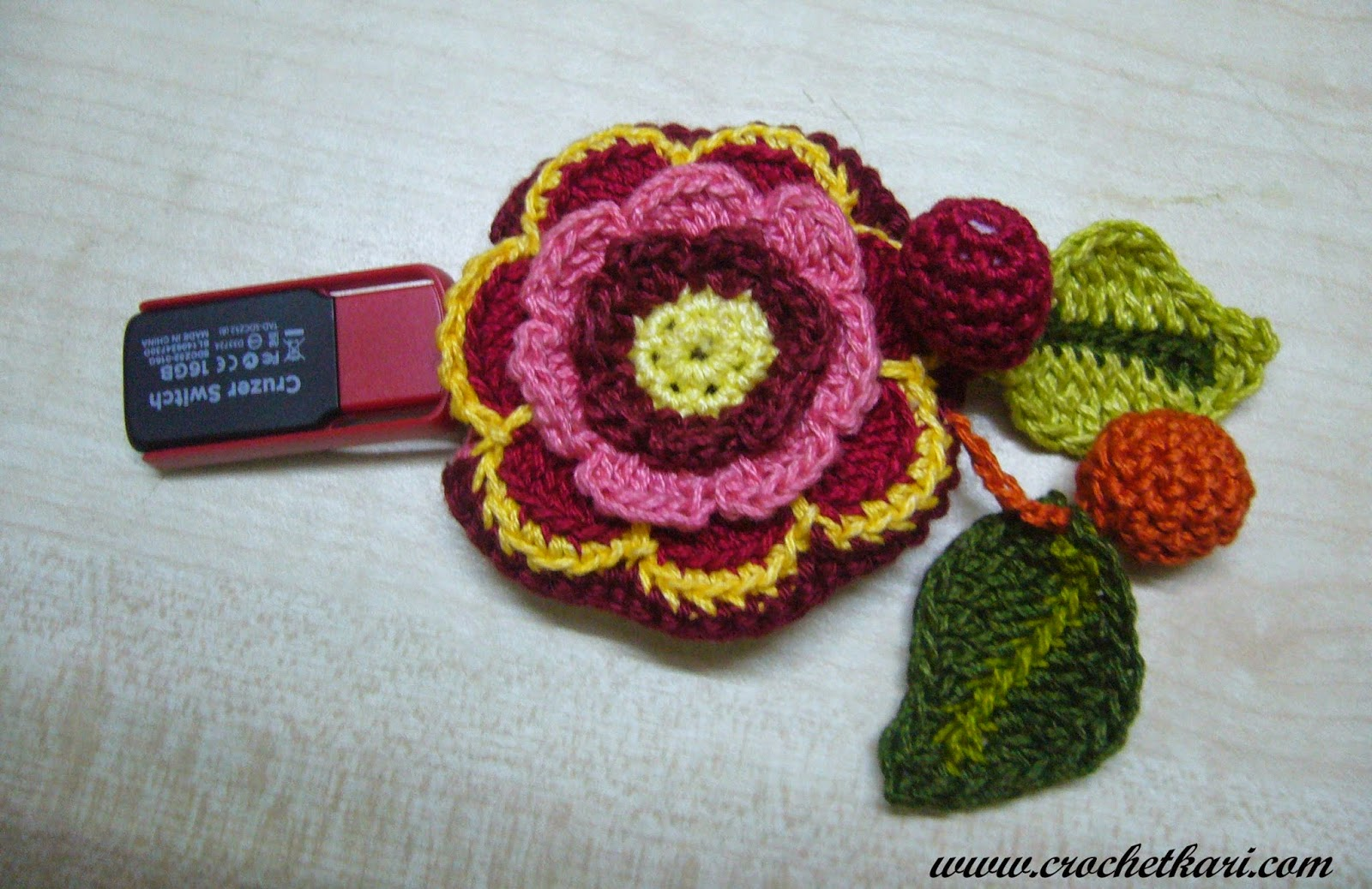 crochet flower pen drive cozy