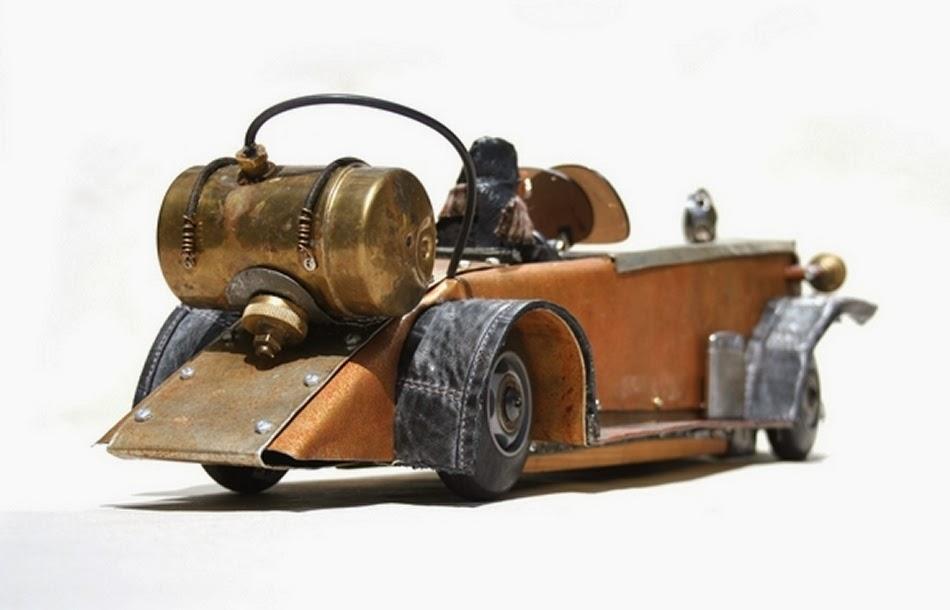 07-Levins-Duesenberg-Derek-Scholte-Recycled-Toy-Sculptures-www-designstack-co