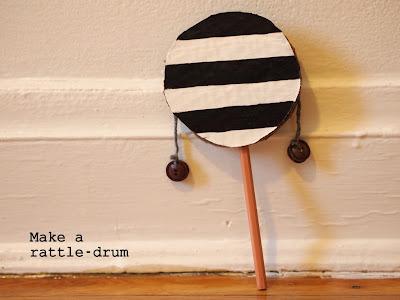 hacer un juguete musical tambor de cartón sonajero para los niños