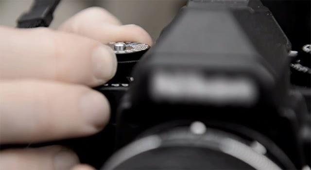 Fotografia della ghiera dei tempi della Nikon DF
