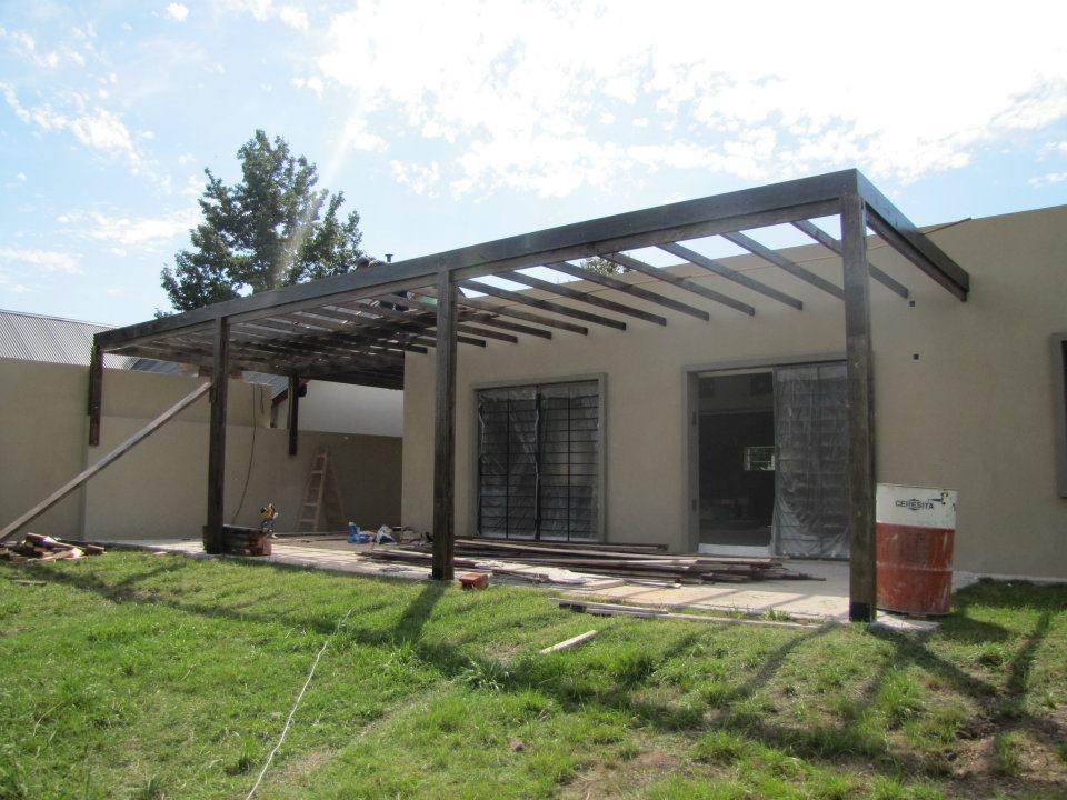 Ecopisos p rgola con techo emparrillado - Construccion de pergolas de madera ...