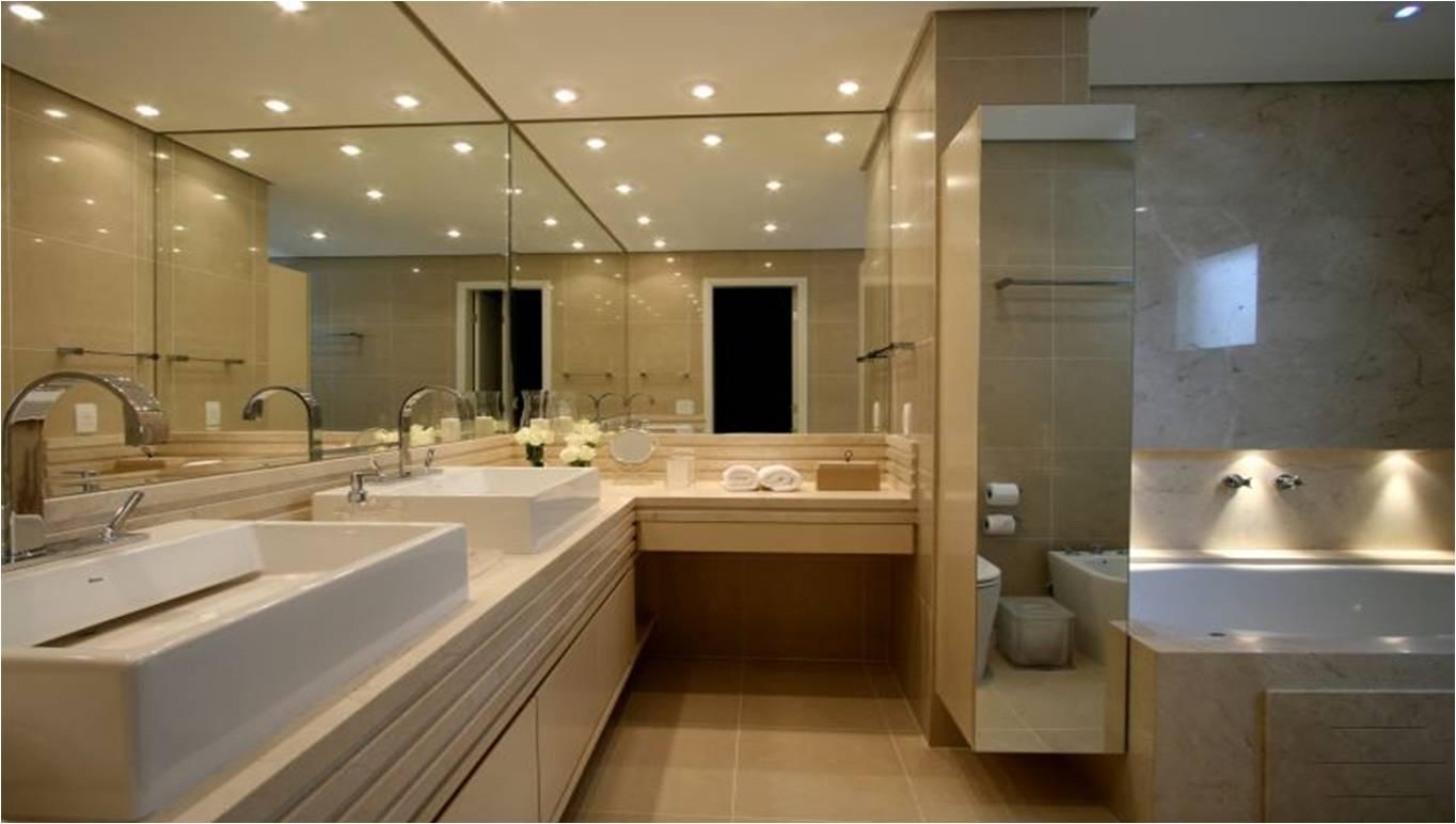 Já mostramos este banheiro nesse post aqui. Da arquiteta Sueli Adorni  #2F5D9C 1364x772 Banheiro Com Bancada Branca