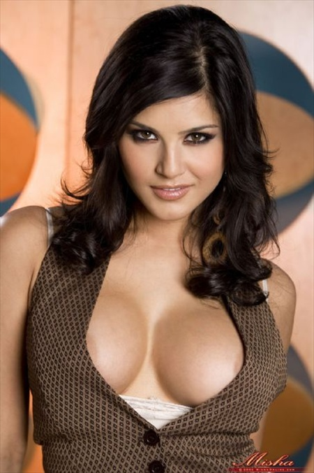 Mahesh Bhatt to revive his 'Blue Film' with Sunny Leone
