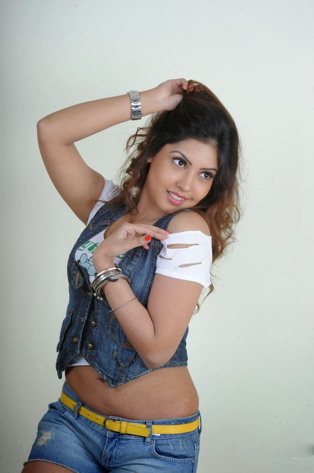 Komal jha jeanse short skirt hot wallpapers