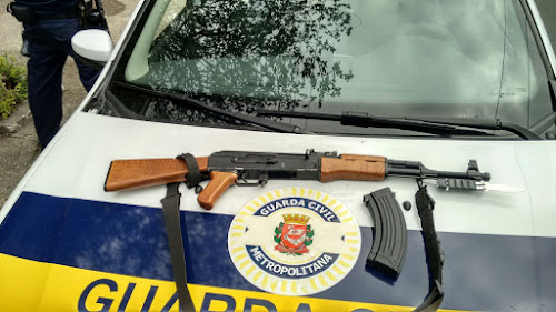 Réplica de fuzil é apreendida por guardas civis no Centro de são Paulo