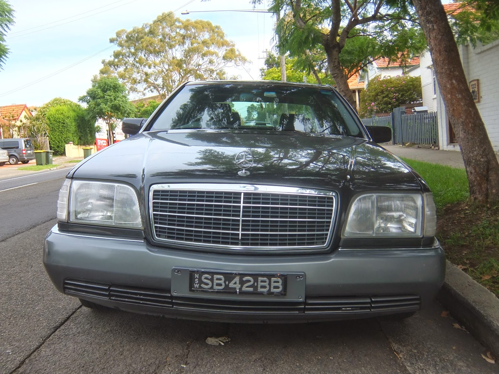 Aussie old parked cars 1992 mercedes benz w140 400 sel for Mercedes benz 1992