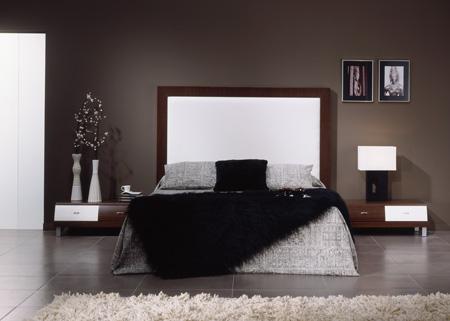 Dormitorio elegante de color plomo y negro predominan los colores oscuros