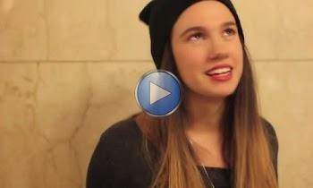 [Video] Το κορίτσι που ζητά οδηγίες στο μετρό και λέει «ευχαριστώ» με ένα ερωτικό φιλί