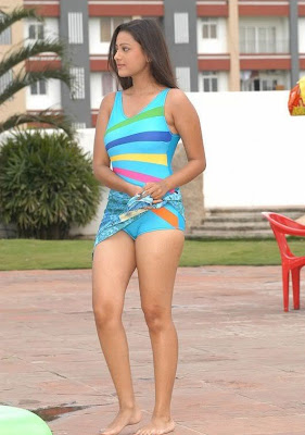 TELUGU ACTRESS MADALASA SHARMA PICTURES IN BIKINI
