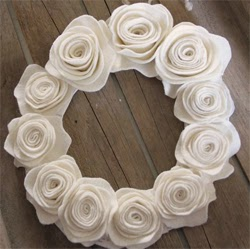 Felt Rose Wreth for Kentucky Derby Decor | DerbyMe.com