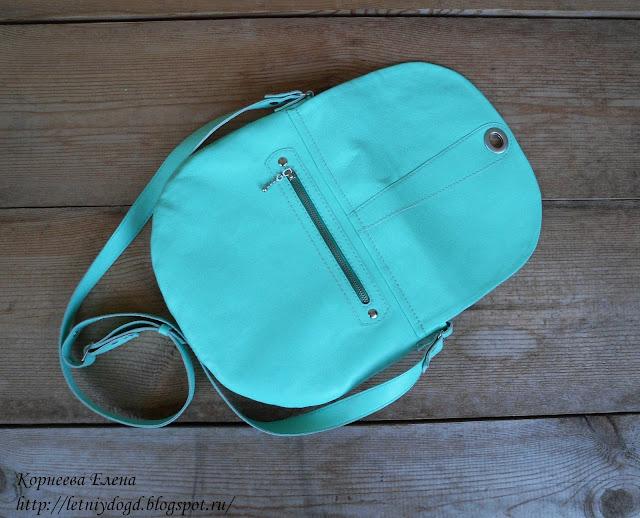 маленькая кожаная женская сумочка с клапаном и поворотным замочком