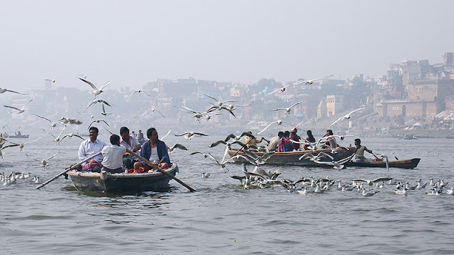Des barques sur le Gange