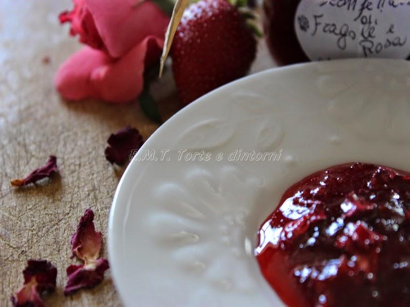 Confettura di fragole e rose