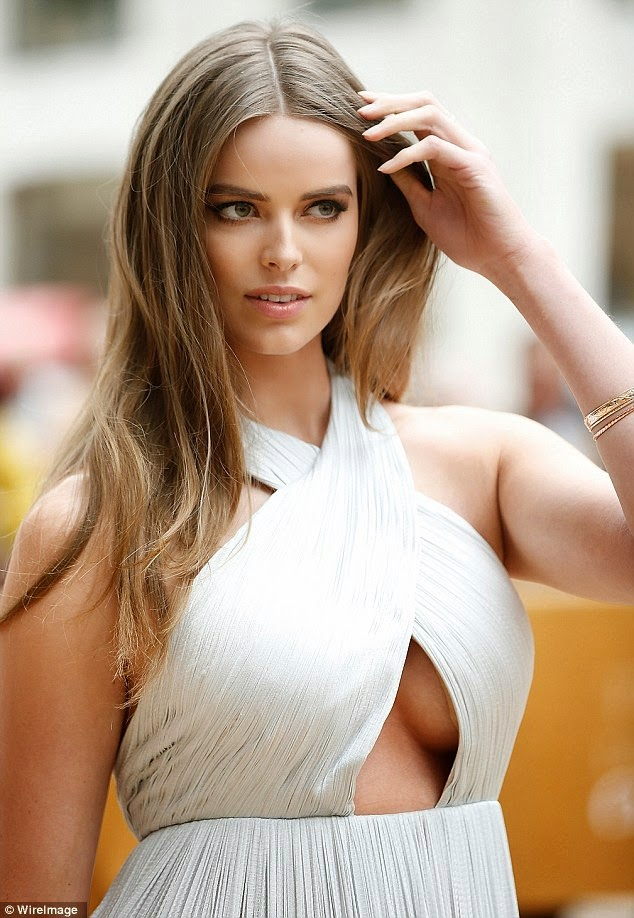 Hot Plus-size model Robyn Lawley goes bra-less pic 1
