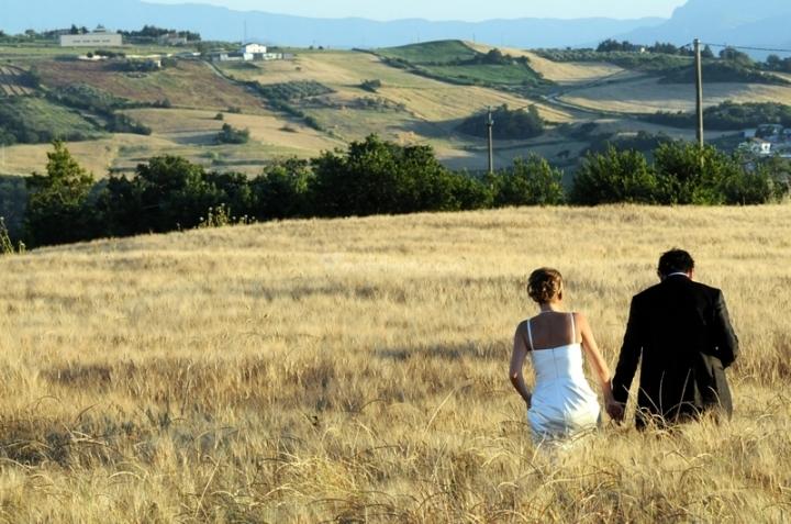 Matrimonio Tema Mare E Monti : Pacchetti e confetti: matrimonio in campagna complementi juta e pizzo
