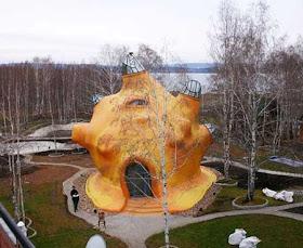 """مجموعة لمنزل """"وحش البحر"""" روسيا 2.jpg"""