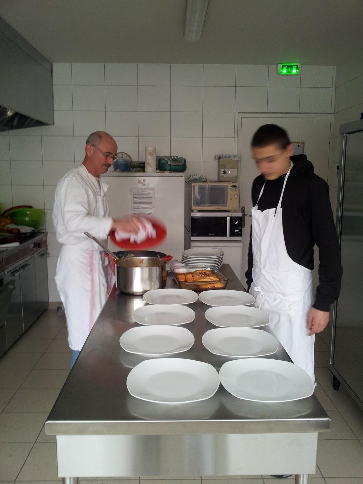 Ueaj des savoie l 39 atelier cuisine restauration plein for L atelier cuisine