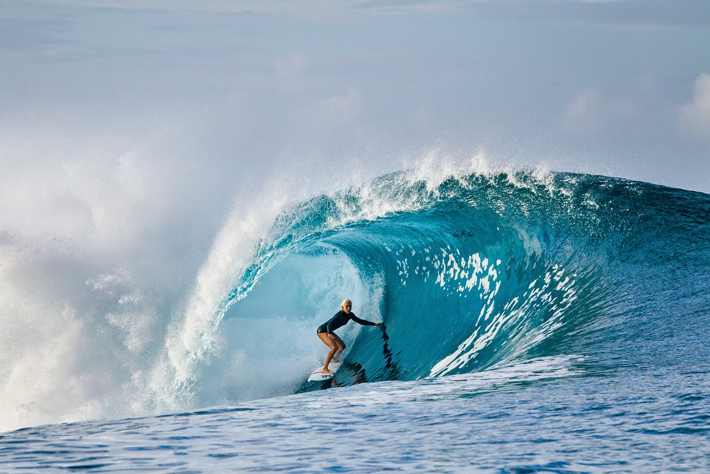 tatiana weston webb,tahiti,bogy glove,bikini,combinaison de surf,néoprène,surfer gril