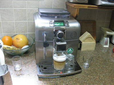 Saeco Syntia, a perfect bargain! - Espresso for the husband, latte for the wife, everybody happy..