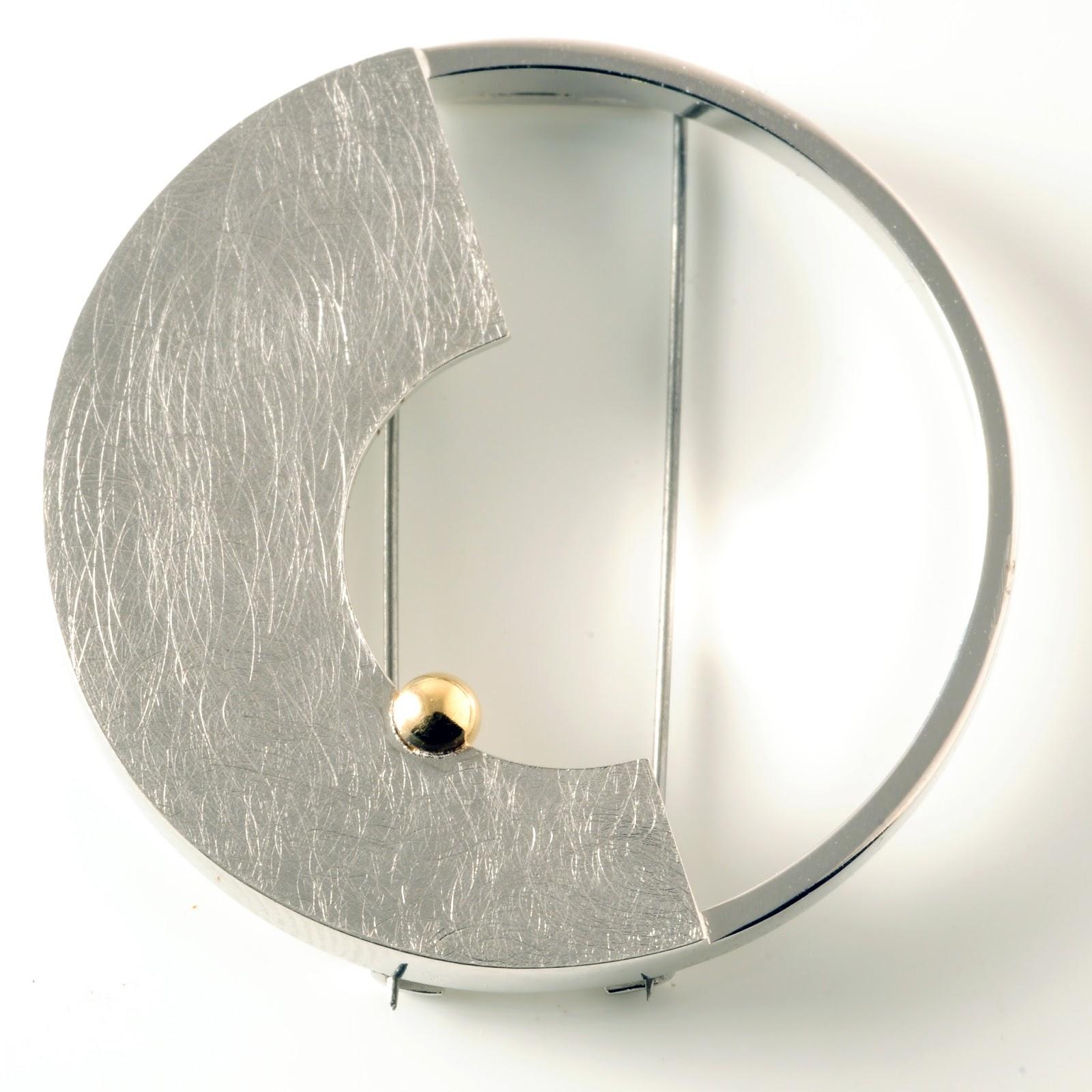 http://www.machidewaard.co.uk/index.html?folder=item&name=goldballhalfflatcirclebrooch