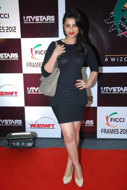 Parineeti Chopra in Black Short Skirt, Cute Parineeti Pictures & Wallpapers