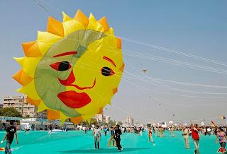2012-Vibrant-Gujarat-Ahmedabad-International-kite-festival-Wallpapers