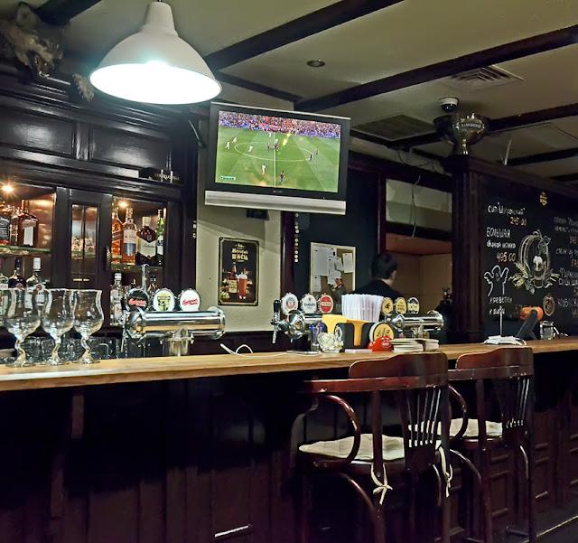 ресторан бар Мохнатый шмель Даев переулок 2 Halloween preparty гости в роли официантов