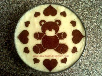 Pudingos torta recept, kakaó és vanília piskótával, vaníliás illetve kókuszos töltelékkel, kakaóporral díszítve.