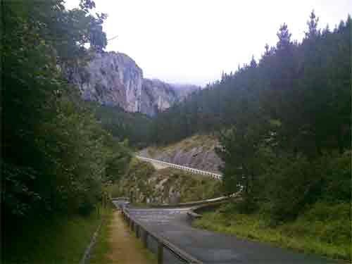Subida a la cueva  de Arrikrutz