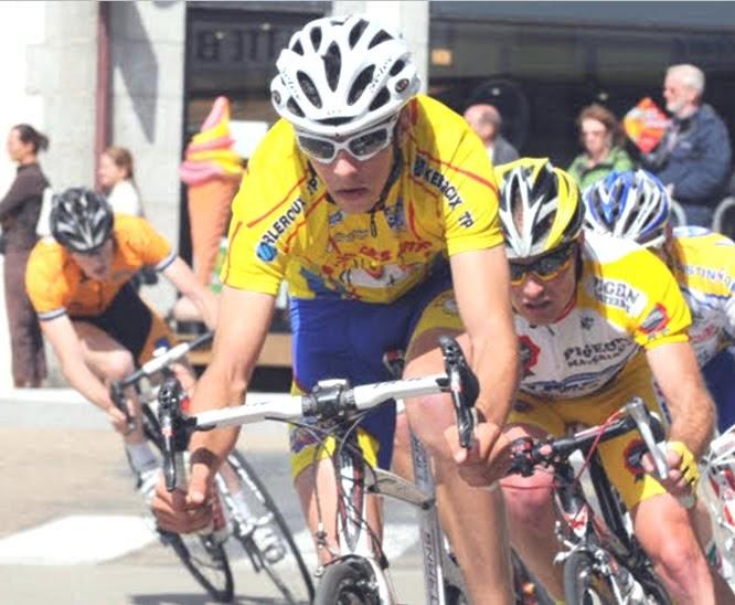 Cyclisme Chris Froome pose nu sur son vlo - Ouest-France