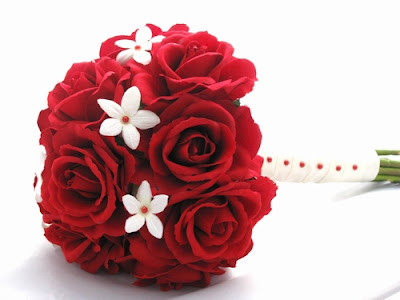 red and white bridal bouquet