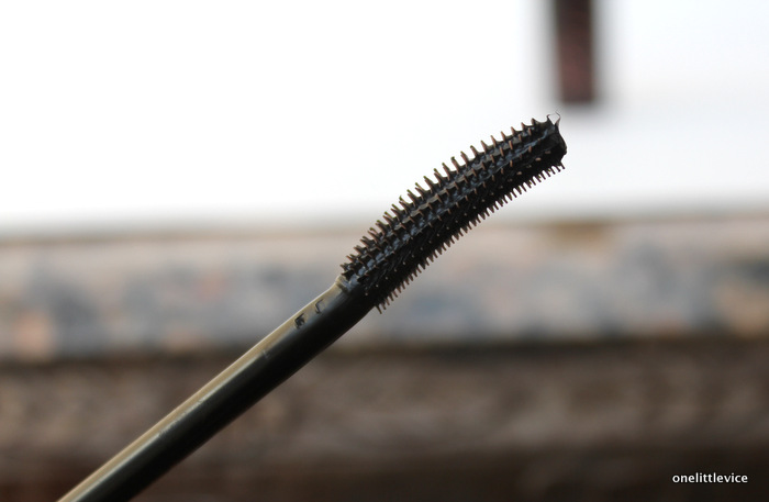 one little vice beauty blog: is benefit roller lash worth the hype