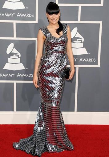 Джесси Джей с метална рокля на Julien Macdonald