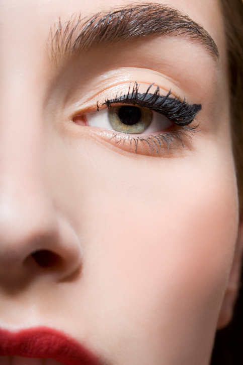 Eye Makeup Styles: How to Enlarge The Look With Makeup