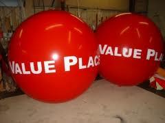 Balon Pantai merah