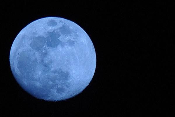 http://1.bp.blogspot.com/-aohq8iWx08w/TZMxkhcpN-I/AAAAAAAAARQ/EihPfc4SlkA/s1600/bluemoon.jpg