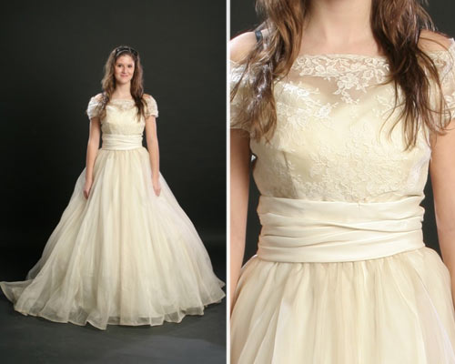 You May Find That The Vintage Wedding Dress Has Faded To A Beige Color This Will Give People Deep Impression Of Classic Retro Medieval And