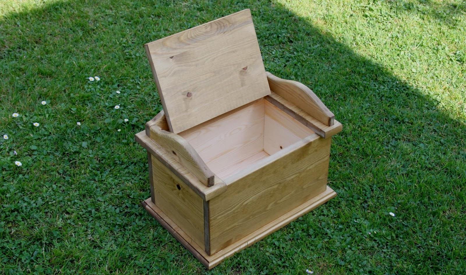 Muebles auxiliares de madera ba les for Baules para jardin