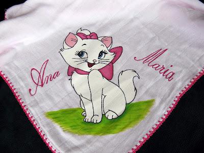 Fralda com gatinha marie pintada à mão