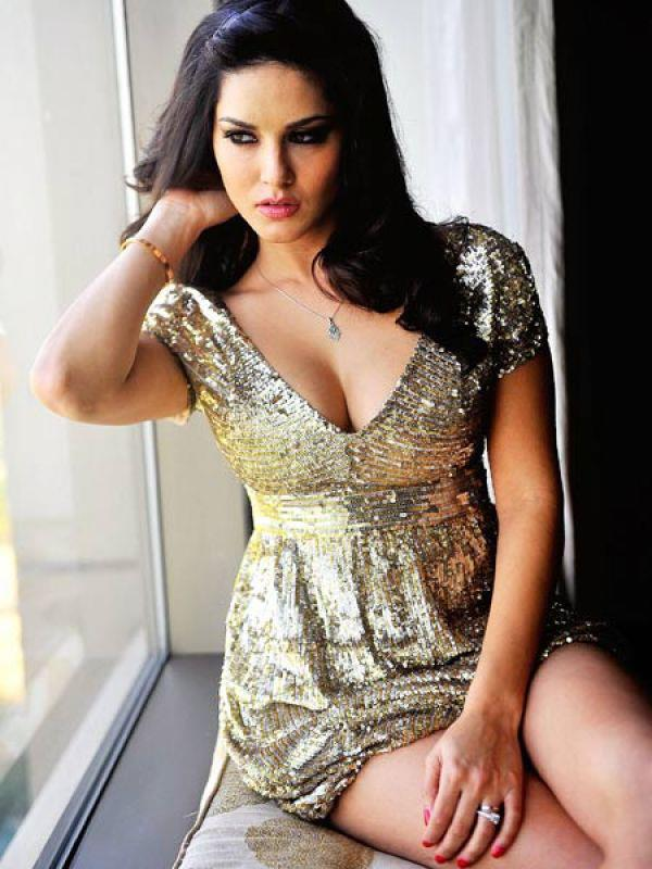 541573 504114779646679 1324336409 n Bollywood Actresses Oops and Panty Upskirts